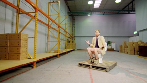 Recycled toilet paper entrepreneur stages squat-inSimon Griffiths, the founder of recycled toilet paper startup Who Gives a Crap, has glued himself to his commode until he raises $50,000 to fund the charity-supporting project.