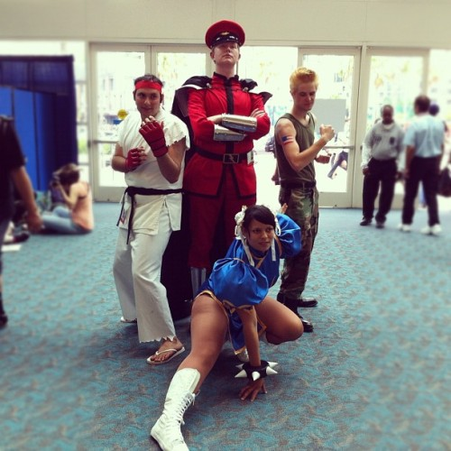 clambistro:  EVERYBODY ELSE GO HOME #sdcc #cosplay  (Taken with Instagram)