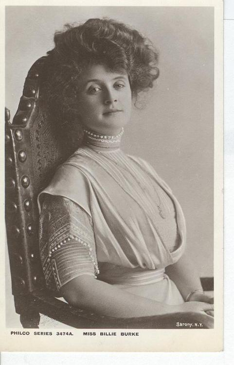 gilbogarbage:  Miss Billie Burke  PEOPLE THIS IS GLYNDA THE GOOD WITCH OF THE NORTH