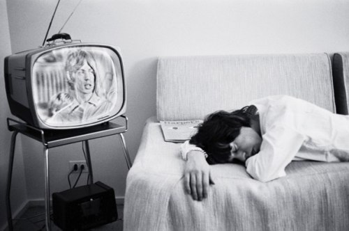 vanityfair:  Legendary rock stars need naps too.  Photograph by Bob Bonis