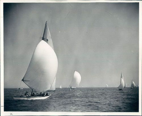 Beautiful shot from the Daily News Regatta, 1949, Chicago. Wire Photo