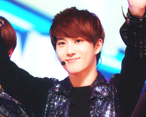 13/15 pictures of Suho