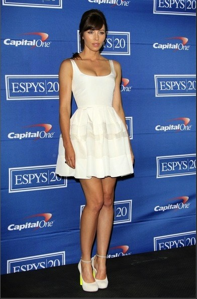 framenoir:  Jessica Biel wears Nicholas Kirkwood's Spring/Summer 2012 fabric and patent leather pump to the 2012 ESPY Awards in Los Angeles.  Девочка