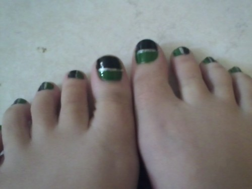 thinkinglovelylittlethoughts:  My Slytherin Nails :D