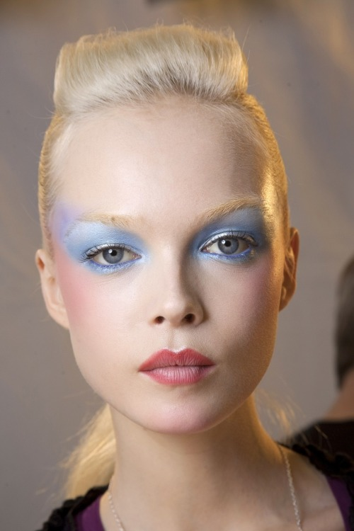highqualityfashion:  Siri Tollerød backstage @ Viktor & Rolf SS 10