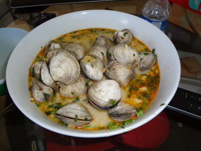 foodopia:  Red curry coconut clams. =)