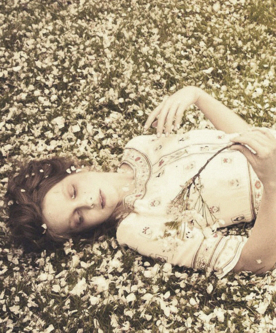 lavandula:   eniko mihalik shot by ellen von enwerth for vogue italia