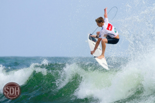 sdhimages:  Kolohe Andino getting above the Snapper Peak. My photography.