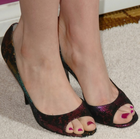 #IntlFeetSeries Anne Hathaway SUPER CLOSEUP #Feet #Toes