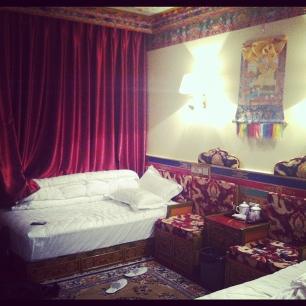 dopepho:  Hotel room in Tibet. (使用Instagram拍摄)