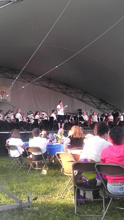 Wends introducing the Symphony at The Picnic Pops