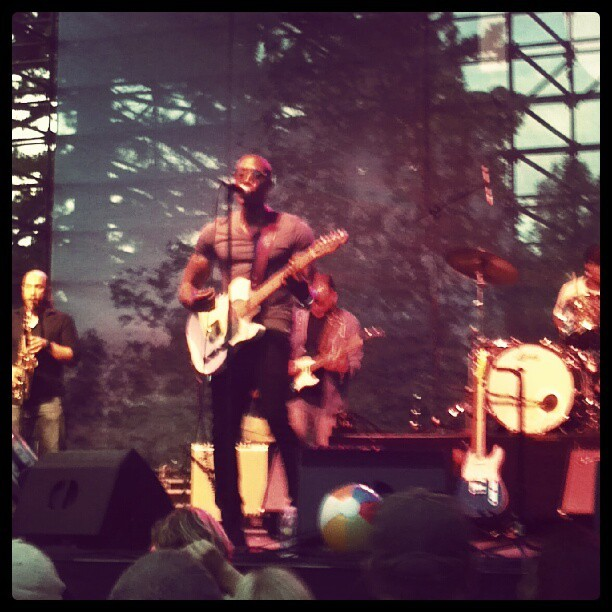 Hangin out in my front yard… #raphaelsaadiq #twilightconcertseries #pioneerpark #slc #downtownliving (Taken with Instagram at Twilight Series 2012)