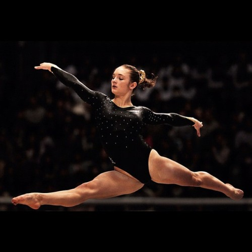 fishingboatproceeds:  This is Jennifer Pinches, an Olympic gymnast representing Great Britain who is also REPRESENTING NERDFIGHTERIA. That's right. There's a nerdfighting gymnast in the Olympics.   Whooooo!