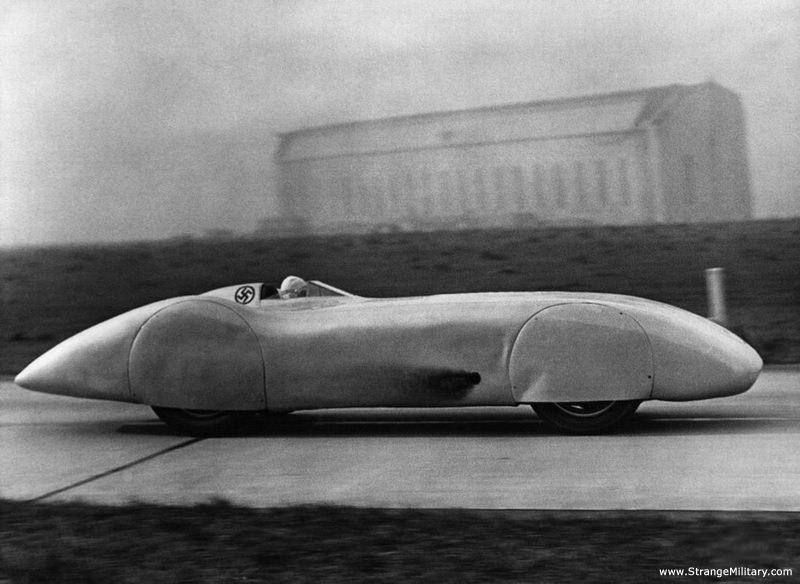 STREAMLINED MERCEDES BENZ RACE CAR (via)
