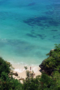 Crystal clear beach! at Padang-Padang Beach, Bali, Indonesia. submitted by: fairuzmayya, thanks!