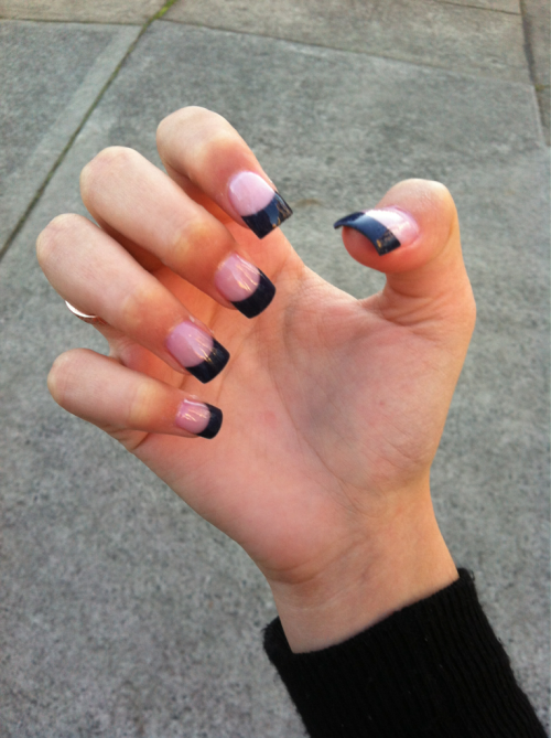 plastik-kup:  covocal:  My nails ✌