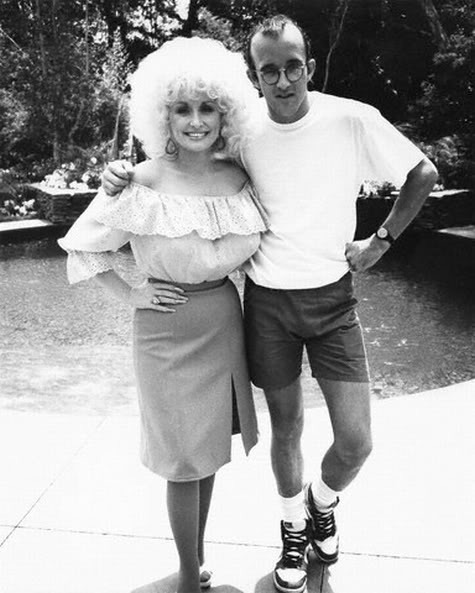 awesomepeoplehangingouttogether:  Dolly Parton and Keith Haring  Dolly Parton and Keith Haring = Awesome