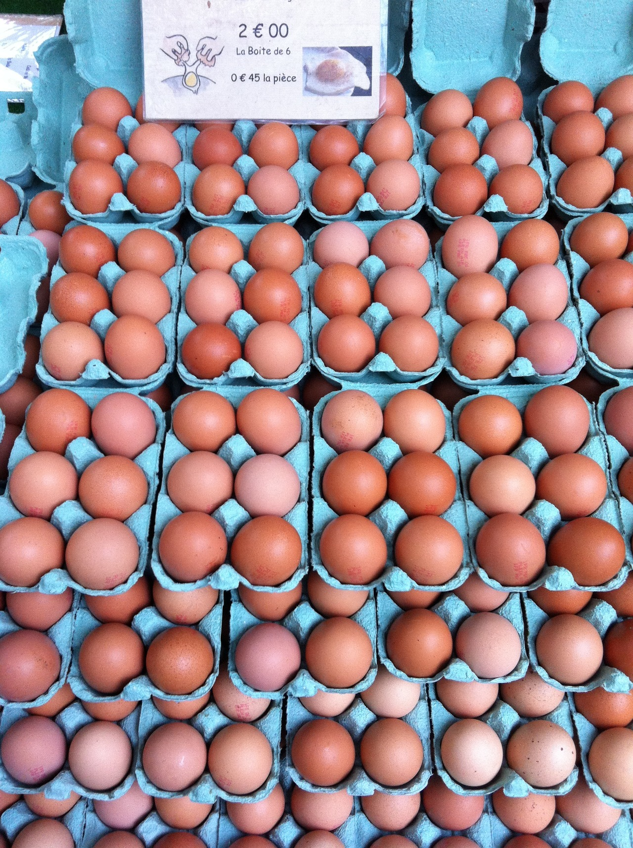 elevenpixels:  Parisian eggs at the sunday market