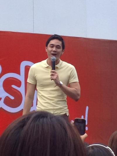 kinikiligakoehmagagawamo:  Saw Slater Young in UST