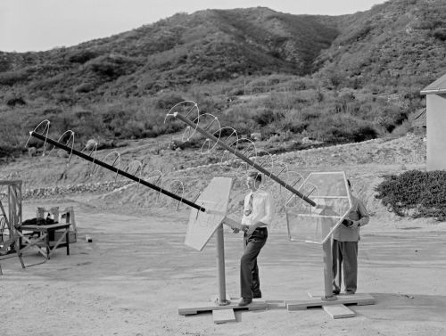 Helical Beam Antennas (via JPL Electronic Library Service)