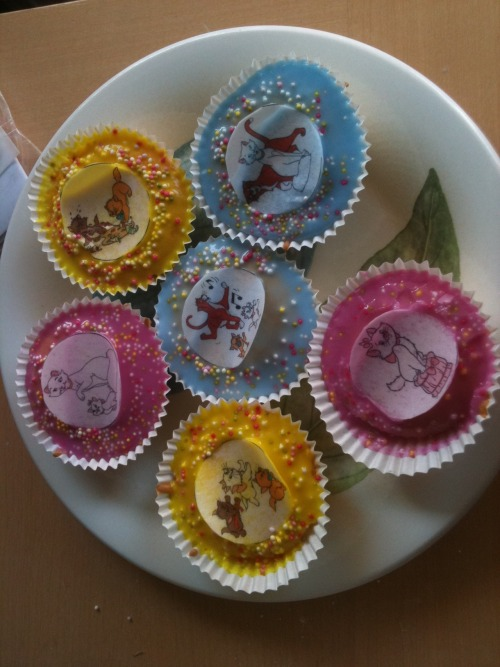 disney-cats:  Our attempt at Aristocat cupcakes!