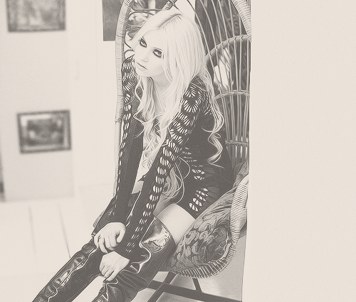 91/100 pictures of Taylor Momsen ( ♕ )