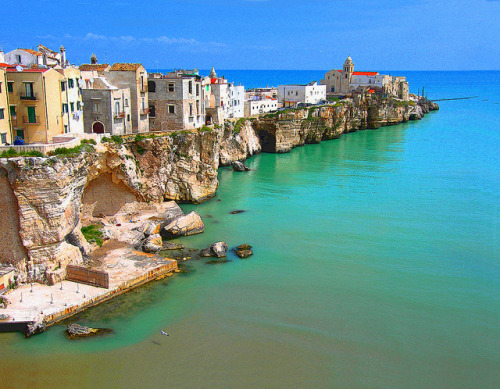 irecallthepushmorethanthefall:  Vieste (Puglia) by cischia on Flickr.