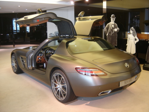 nemoi:  Brussels: Mercedes-Benz SLS AMG (via harry_nl)