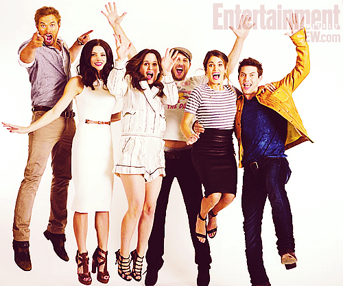 New Entertainment Weekly Outtake of Ashley and with Twilight Cast.
