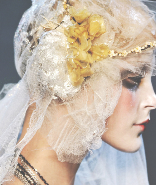 somethingvain:  john galliano f/w 2009 rtw, detail