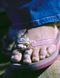 Do my toes look fat?   Self-conscious about your toes? You aren't alone. A growing number of patients are turning to podiatrists to reshape their lowermost appendages to make their toes thinner and more attractive.  With Americans now spending $10.4 billion annually on cosmetic surgery, is the latest 'toe-besity' craze just another egregious reason to go under the knife?