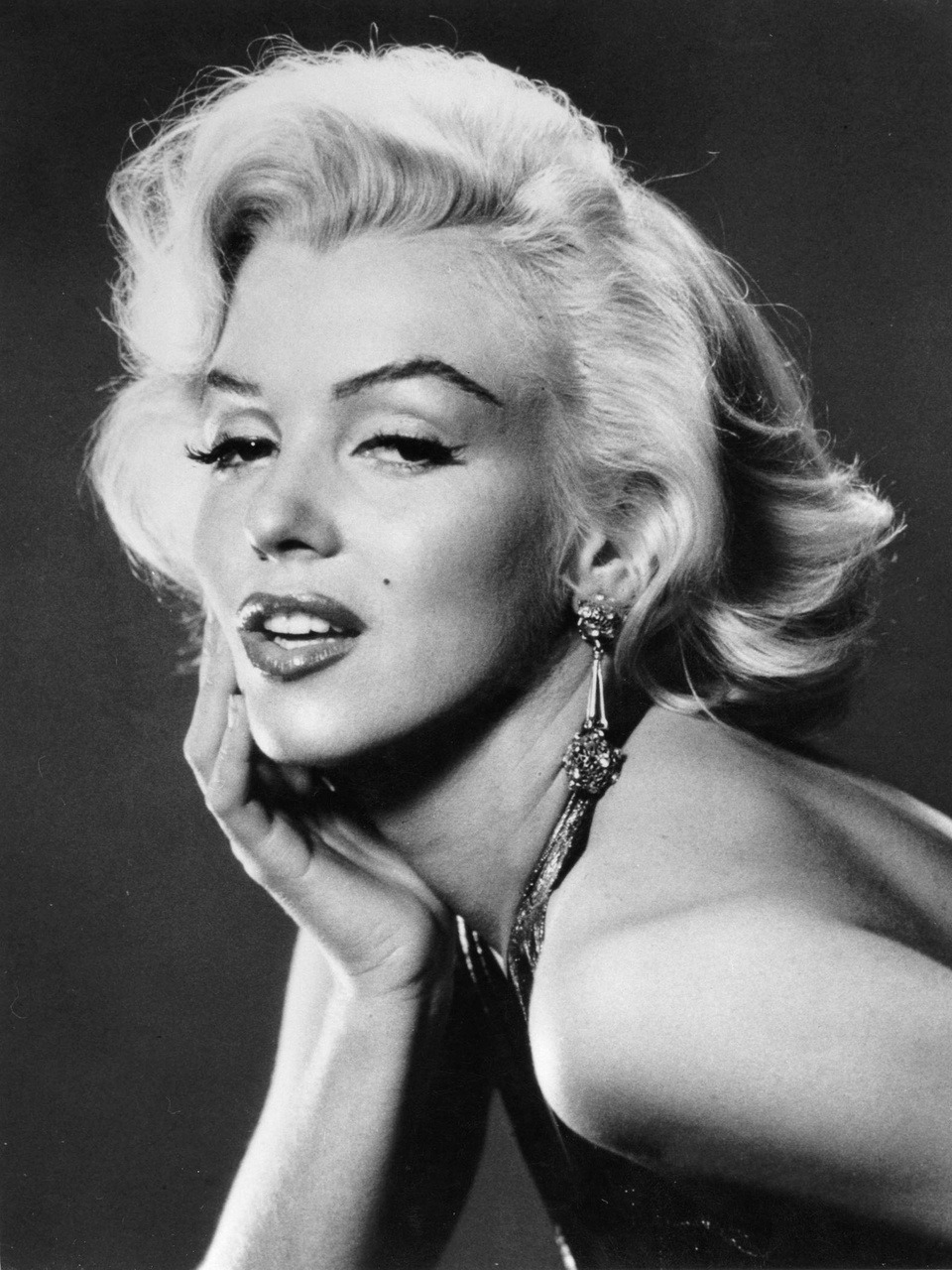 "Marilyn Monroe, la diva di sempre! Cerchi in casa!   -   Circles at home!  ______________________________ Ruote Latina        Ruote Italia Il portale ospita aziende, uomini e piloti e vuol essere un luogo di incontro tra quanti vivono le ""ruote"", qualunque esse siano, con passione, consci del valore che l'invenzione della ruota ha rappresentato per l'umanità tutta. Seguiteci con attenzione, non ve ne pentirete. Wheels Latina      Wheels  Italy The portal hosts companies, pilots and men and wishes to become a meeting place between those who live the ""wheels"", whatever they are, with passion, conscious of the value that the invention of the wheel has been for all of humanity. Follow carefully, you will not regret.  Please Follow: http://www.ruotelatina.com  ruotelatina@gmail.com  GOOD EARTH http://ruoteitalia.tumblr.com/archive  http://www.ferdinandporsche.net http://ruoteitalia-blog.tumblr.com/archive http://leosimonelli.tumblr.com/archive http://fabiodamiani.tumblr.com/archive http://italiaunoweb.tumblr.com/archive http://rossoferrari.tumblr.com/archive http://mitomotori.tumblr.com/archive http://motodays-2012.tumblr.com/archive  http://pianetaruote.tumblr.com/"