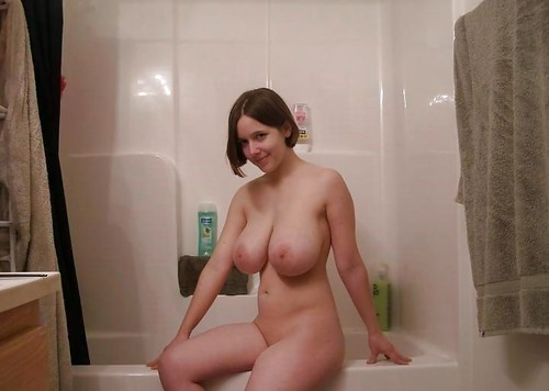 the-sexy-babes:  Big Lazy Boobs in The Bathroom