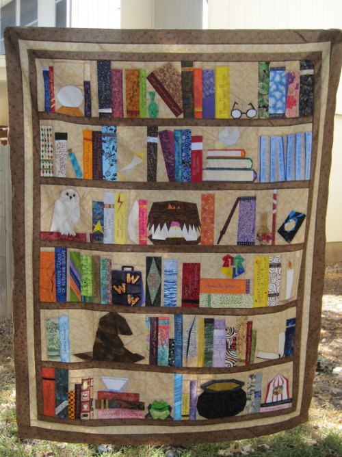prettybooks:  Harry Potter Bookcase Quilt  Amazing! I'm just blown away.