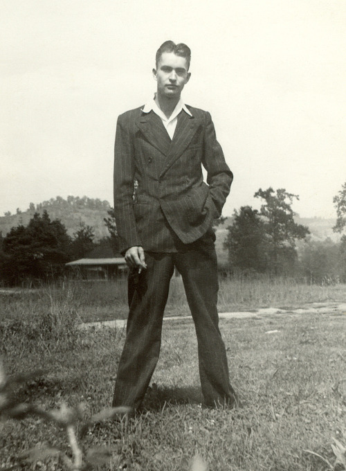 k-a-t-i-e-:  Sharp Dressed Man 1940