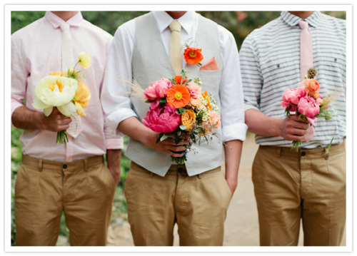 i love to see a groom holding a bouquet… so groom AND groomsmen holding bouquets is amazeballs