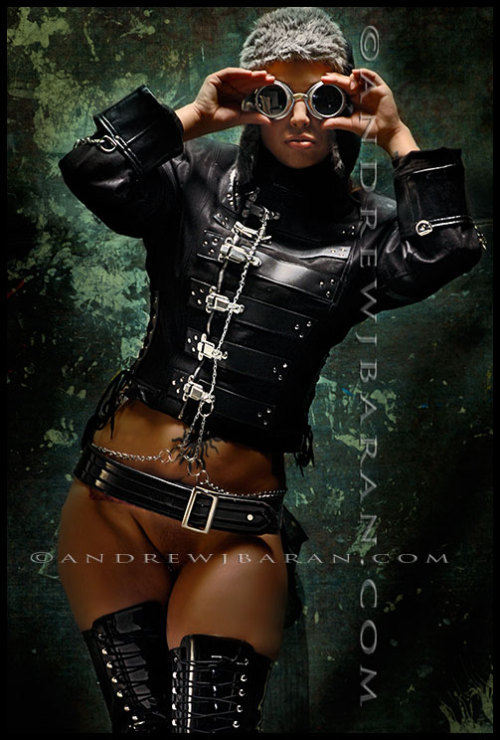 bottomlessgirls:  onlybelts:  bottomless steampunk  This is awesome