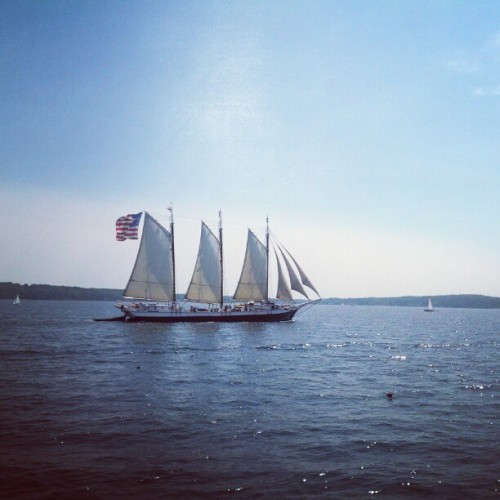 needcaffeine: Windjammer Parade #sailboat. Taken with Instagram