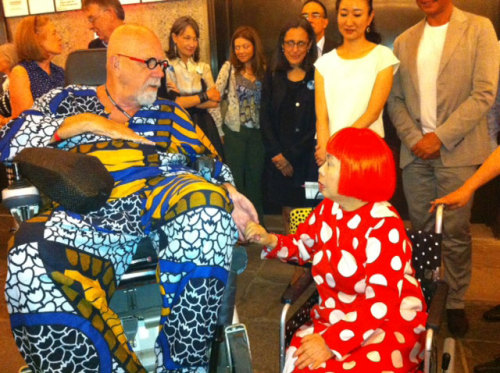 Chuck Close and Yayoi Kusama at the opening of her retrospective this week.