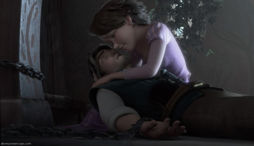 mostlydisney:   In Tangled, with Flynn, Mother Gothel, you see these little dents, these muscles. When Rapunzel is singing, her eyebrows go down. It was important to see that she's pulling this power from inside. It's not just the power of the words that's making her glow, it's something from inside. So when it's cut, and she's in such pain there, the pump is pulling from the heart, which brings the tear, and it's still got that magic.  Glen Keane discussing one of the final scenes of Walt Disney Animation's Tangled **click on the photo for the full interview**