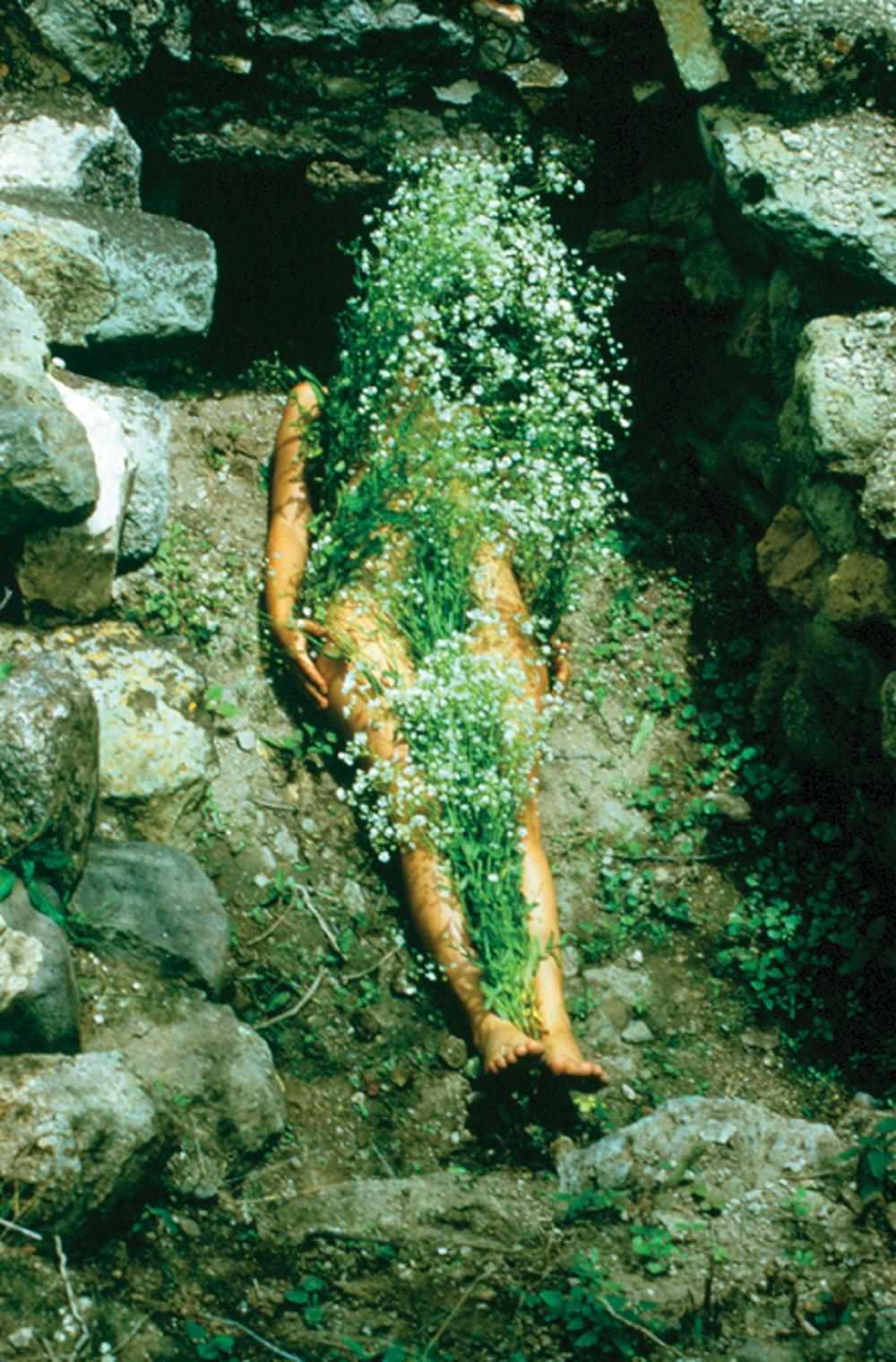 1000scientists:  Flowers on Body, 1973 by Ana Mendieta