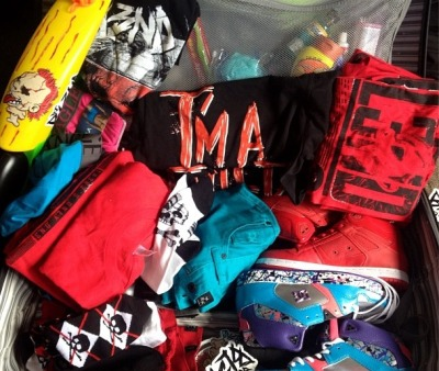 djbl3ndcrazyness:  This is how my luggage looks like when i travel x_O