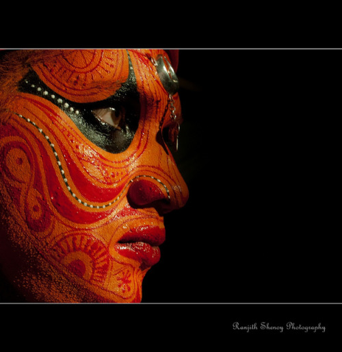 Puthiya Bhagavathi Theyyam by Ranjith Shenoy on Flickr.