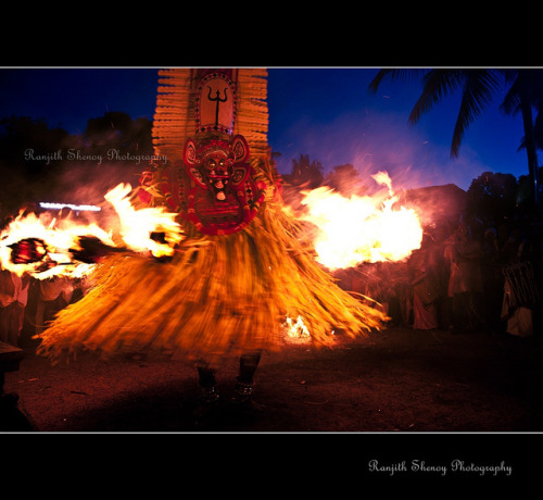 Kandakarnan  Theyyam by Ranjith Shenoy on Flickr.
