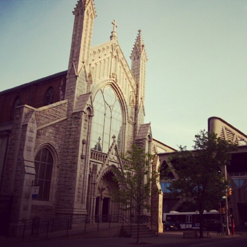 Holyrood Church #washingtonheights #instagramuptown #inwood #uptown #church #newyorkcity #newyork (Taken with Instagram)