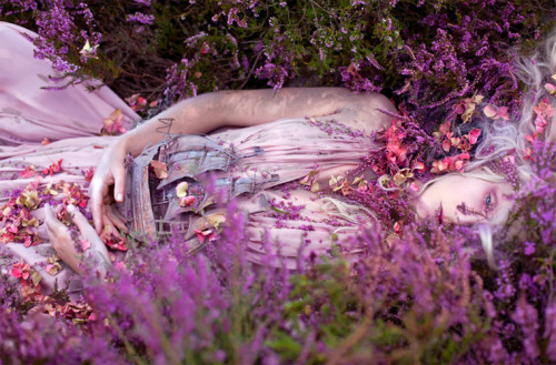 Check out the story behind these amazing fairy tale inspired shots created by photographer Kirsty Mitchell and makeup artist Elbie van Eeden!