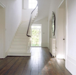 Pretty white with gorgeous floors and fab mirror via @allyFTRB