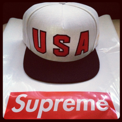 MY SUPREME HAT FINALLY CAME TODAY :D