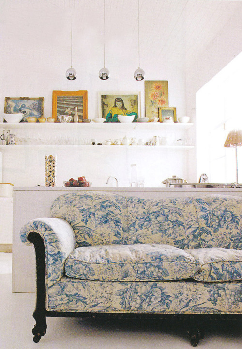 mywhiteroom:  (via 8 Great Living Rooms & Why They Work | decor8)