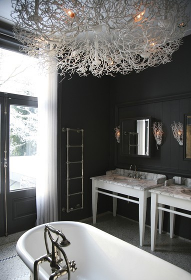 sarahamberinteriors:  Loving the light fixture.